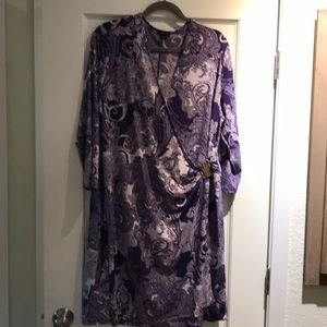🌸NWOT Lovely dress in purple and white with gold